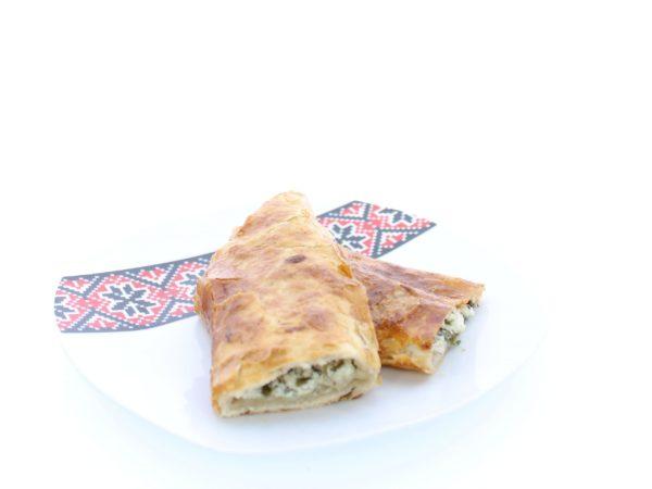 Plăcintă cu brânză de vaci si verdeața
